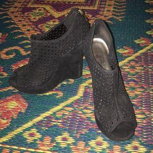 Black velvety open toe platform shoes
